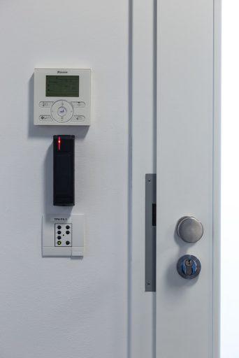 Regulator klimatyzacji i oświetlenia oraz instalacja kontroli dostępu OCWT